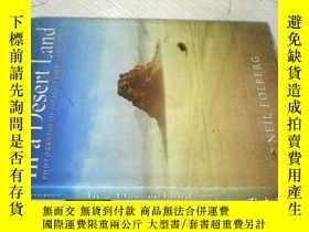 二手書博民逛書店In罕見a Desert Land: Photographs o