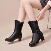 媽媽棉鞋女秋冬加絨保暖防滑短靴中年皮靴平底中跟中筒靴真皮女靴 【快速出貨】