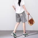 【慢。生活】小狗刺繡口袋鬆緊短褲 K2728-1  FREE 黑白格