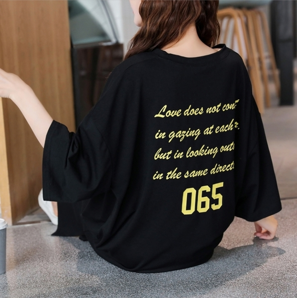 BabyShare時尚孕婦裝【APR8032】現貨  寬鬆圓領孕婦外出服 加大尺碼 孕婦裝 黑色顯瘦慵懶寬鬆長裙