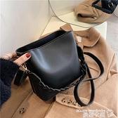 水桶包 斜背包女包大容量側背水桶包韓版時尚簡約休閒包包2021新款潮冬季 曼慕