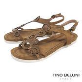 Tino Bellini 圖騰鏤空閃耀細鑽平底涼鞋 _ 棕 F83009