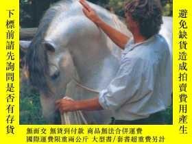 二手書博民逛書店What罕見Horses Reveal: From First