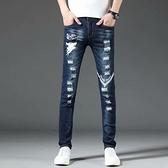 刺繡牛仔褲男潮牌破洞藍色修身小腳顯瘦男士休閒韓版褲子夏季薄款「艾瑞斯居家生活」