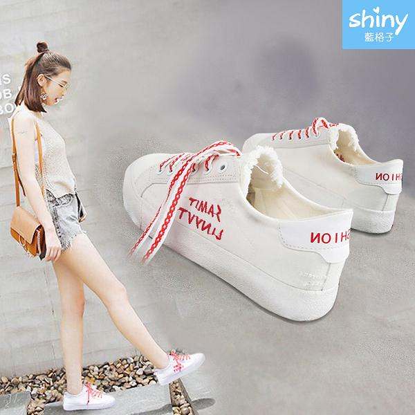 【V8979】shiny藍格子-百搭休閒.字母有色魔術貼帆布平底休閒布鞋
