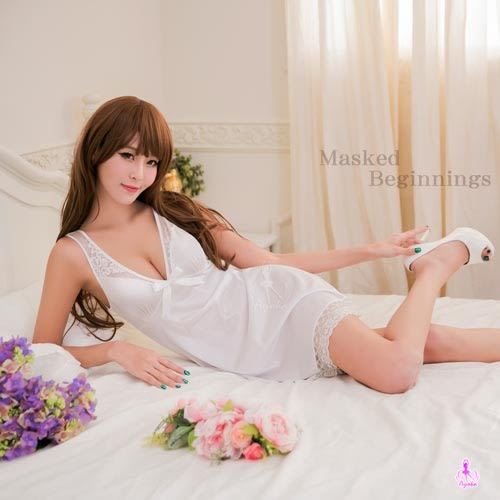 白色戀曲性感深V柔緞睡衣 星光密碼C033