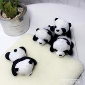 秒殺衣服配飾趴在你身上的可愛熊貓立體公仔玩偶胸針包包裝飾軟萌卡通創意別針聖誕交換禮物