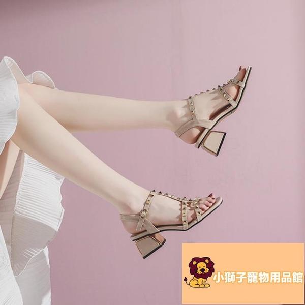 時尚百搭方頭中跟一字扣帶羅馬涼鞋鉚釘粗跟涼鞋女夏季【小狮子】