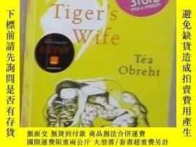 二手書博民逛書店英文原版罕見The Tiger s Wife by Tea Ob
