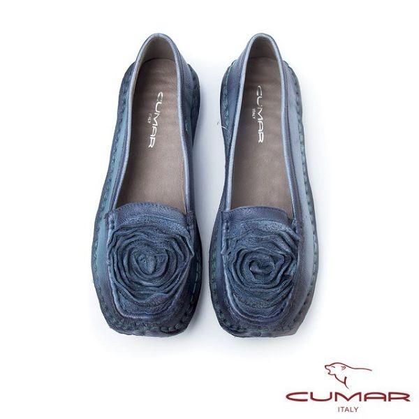 【CUMAR】優雅拼接-雙色感立體皮革花卉休閒鞋(淺藍色)