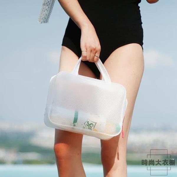 化妝包便攜旅行洗漱包女大容量防水游泳洗澡袋浴兜【時尚大衣櫥】