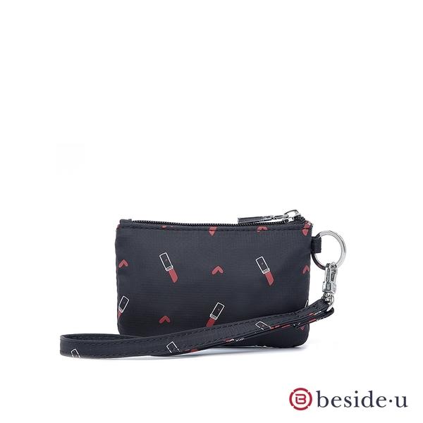 beside u BNUAS 圖騰印花手拿包卡片夾零錢包隨身包附手腕帶 - 黑底口紅印花 原廠公司貨