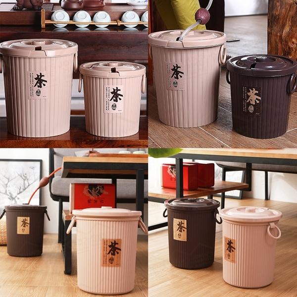 加厚帶蓋帶濾層圓形茶水桶 小號3.5L PP材質 茶葉過濾桶茶桶茶渣桶【AH0102】《約翰家庭百貨