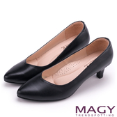 MAGY 簡約OL通勤款 大女人素雅羊皮尖頭中跟鞋-黑色