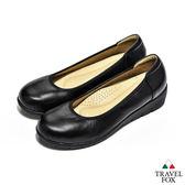 Travel Fox(女) 娃娃愛走路 輕量久站專用直套微跟楔型鞋 - 經典黑