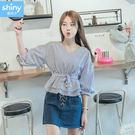 【V2463】shiny藍格子-甜夏氣息.條紋V領收腰中長袖上衣