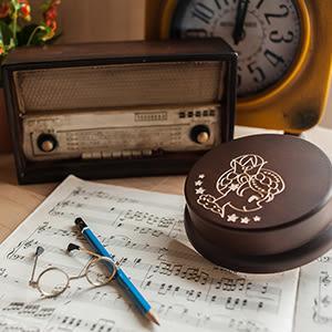 【生日禮物、紀念禮物、聖誕禮物】獅子座女生 客製化旋轉木雕音樂盒┇生日 情人節禮物