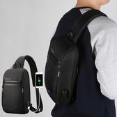 《KINGSONS》時尚學院風外接USB電源減壓防盜防震10吋筆記型電腦單肩斜背包