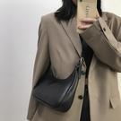 斜背包 小ck高級感包包2021新款潮時尚網紅斜背包法國小眾設計腋下包女夏 晶彩 99免運