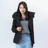 Victoria  大圓釦羅紋口袋連帽充棉外套-黑-V4515988