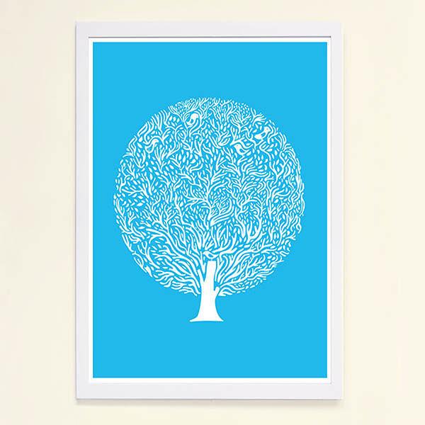 【摩達客】西班牙知名插畫家Judy Kaufmann藝術創作海報掛畫裝飾畫-藍樹(附Judy本人簽名)(含木框)
