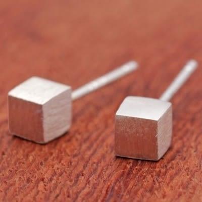 925純銀耳環(耳針式)-簡約迷你小方塊生日情人節禮物女飾品73dr76【時尚巴黎】