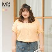 Miss38-(現貨)【A05841】大尺碼短袖上衣 甜美格子襯衫 顯瘦大方領 全開扣 袖口蝴蝶結- 中大尺碼女裝