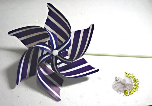 [紫色白條紋小風車] 彩色條紋小風車 童玩.玩具風車.卡通風車 ☆庭院裝飾.居家.店面.大廳擺飾☆