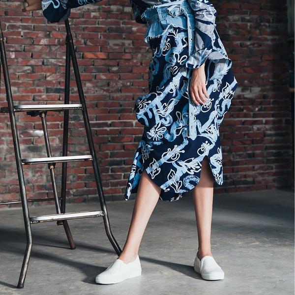 WHO CARES x Daniel Wong。演繹系列不規則造型裙(深藍)