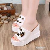 夏新款坡跟涼鞋防滑厚底鬆糕鞋高跟魚嘴涼拖一字拖亮片女拖鞋  凱斯盾數位3C