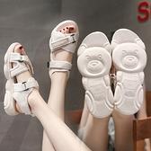 新款網紅小熊涼鞋女夏學生平底厚底鬆糕鞋魔術貼百搭運動鞋女 夏季特惠