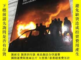 二手書博民逛書店Uncontrollable罕見Societies of Dis