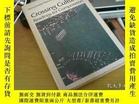 二手書博民逛書店Crossing罕見Cultures Readings For
