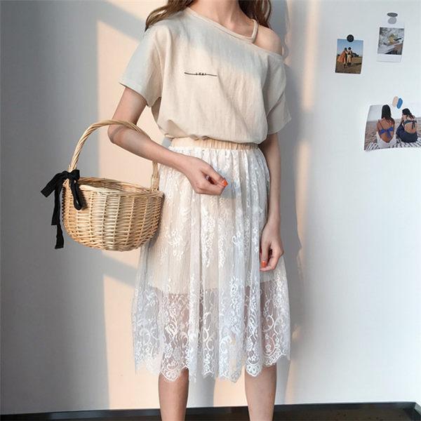 [協貿國際]氣質破洞露肩短袖長T恤裙 拼接網紗蕾絲半裙閨蜜兩件套裝1入