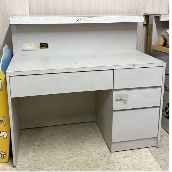 櫃台書桌C {二手品}須自取不提供配送(物品在台北市)
