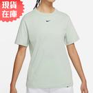 【現貨】NIKE Sportswear Essential 女裝 短袖 休閒 純棉 寬版 刺繡小勾 綠【運動世界】DH4256-017