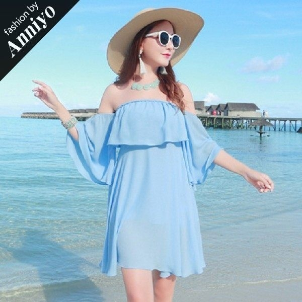 Anniyo安妞‧性感一字領露肩喇叭袖中袖波希米亞海邊度假純色雪紡上衣超大裙擺連衣裙洋裝 天藍色