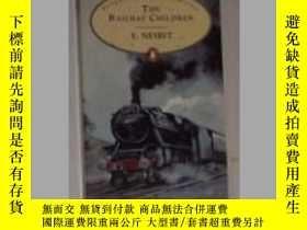 二手書博民逛書店英文原版罕見The Railway Children by E.