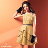 【SHOWCASE】牛仔肩腰帶荷葉斜襬緞面洋裝(杏)