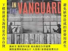 二手書博民逛書店In罕見the Vanguard: Haystack Mountain School of Crafts, 195