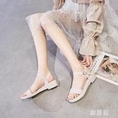 夏季一字帶時裝涼鞋女粗跟百搭軟底沙灘鞋仙女旗袍坡跟塑料果凍鞋TZ540【雅居屋】