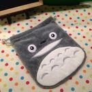 【發現。好貨】TOTORO宮崎駿 龍貓 毛絨抽繩束口袋 雜物收納袋 相機包 衛生棉包 行動電源包