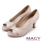 MAGY 成熟女人氣息 細緻設計線素雅露趾高跟鞋-米色