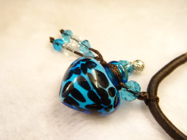 【Ruby工作坊】NO.28S淺藍精油雕花中國結項鍊