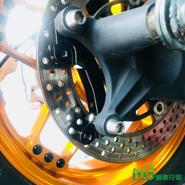 機車兄弟【MB S-MAX/FORCE 螃蟹 後碟(245mm)卡鉗座 黑】(附螺絲包)