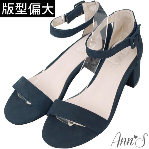 Ann'S簡約主義-一字帶繫踝魔鬼氈粗跟涼鞋-墨藍