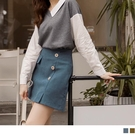 《CA1824-》甜美磨毛裝飾排釦口袋打褶短裙 OB嚴選