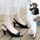 魚口鞋 魚嘴涼鞋女粗跟2021春夏季新款簡約中跟蝴蝶結高跟鞋韓版百搭女鞋
