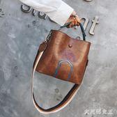 手提包 時尚復古撞色寬肩帶水桶包包女新款潮韓版百搭小女包 df6810【大尺碼女王】