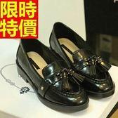 女牛津鞋-流蘇騎士風休閒鉚釘平底女皮鞋2色65y59【巴黎精品】